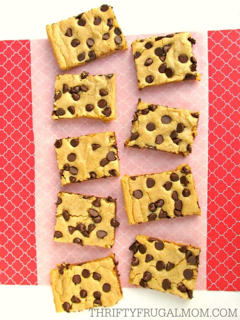 Blonde Brownie Recipe- a chewy chocolate chip brownie